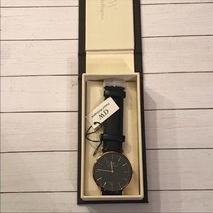 Danielle Wellington 40 mm watch